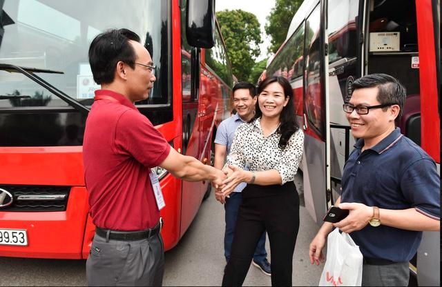 Hơn 800 giảng viên trường ĐH Bách Khoa HN đến Thanh Hóa coi thi - 4
