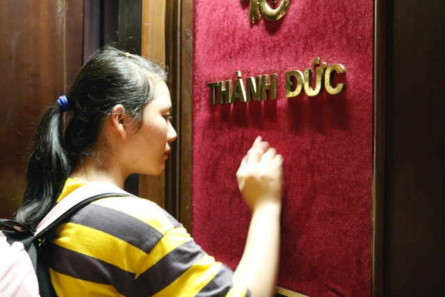 Hàng ngàn sĩ tử đội nắng ghi tên lên bảng vàng Văn Miếu - Quốc Tử Giám cầu đỗ đạt - 7