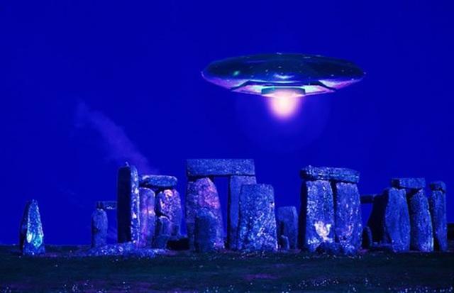 Bãi đá cổ Stonehenge được xây dựng bởi người ngoài hành tinh? - 1