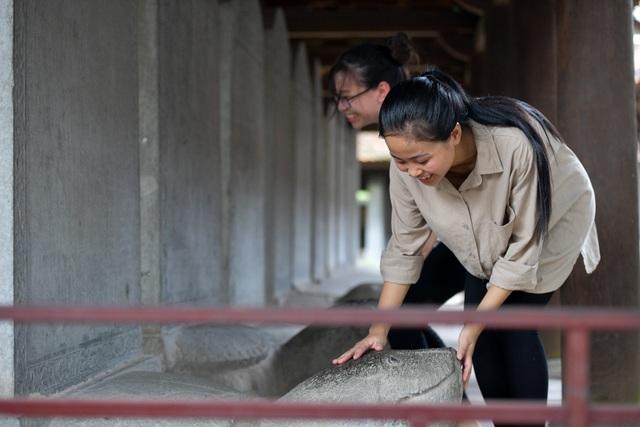 Sĩ tử ồ ạt kéo về Văn Miếu, cầu khấn, sờ đầu rùa trước kì thi THPT Quốc gia 2019 - 13