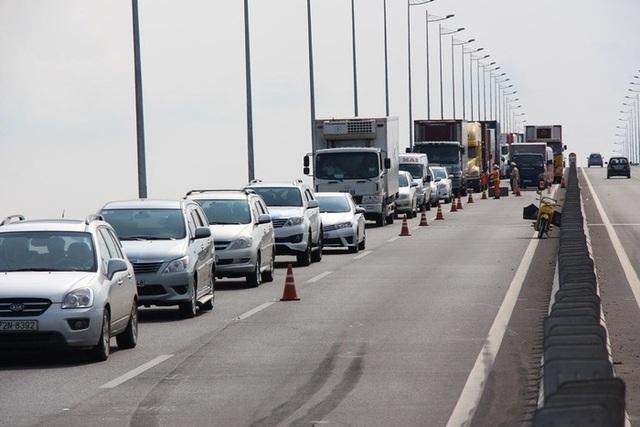 Mới vào hè, cao tốc TPHCM - Long Thành - Dầu Giây đã thường xuyên kẹt xe nghiêm trọng - 2