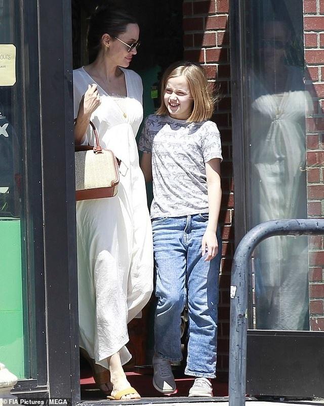 Angelina Jolie dành trọn thời gian cho các con - 2