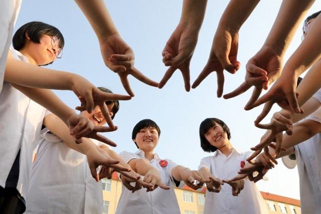 """Tránh trở thành """"con tốt"""" trong căng thẳng thương mại, sinh viên Trung Quốc chọn Hong Kong du học - 2"""