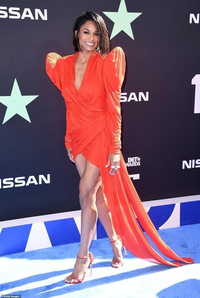 Ciara khoe chân dài, Justine Skye phô nội y trên thảm đỏ - 1