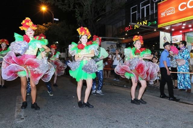Đà Nẵng bùng nổ với các vũ điệu carnival đường phố tối 23/6 - 4
