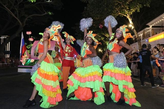 Đà Nẵng bùng nổ với các vũ điệu carnival đường phố tối 23/6 - 5