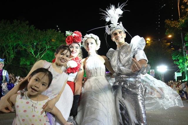 Đà Nẵng bùng nổ với các vũ điệu carnival đường phố tối 23/6 - 6