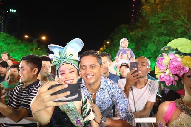 Đà Nẵng bùng nổ với các vũ điệu carnival đường phố tối 23/6 - 8