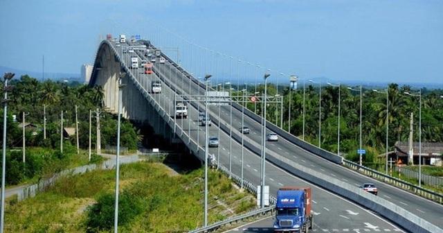 Mới vào hè, cao tốc TPHCM - Long Thành - Dầu Giây đã thường xuyên kẹt xe nghiêm trọng - 1