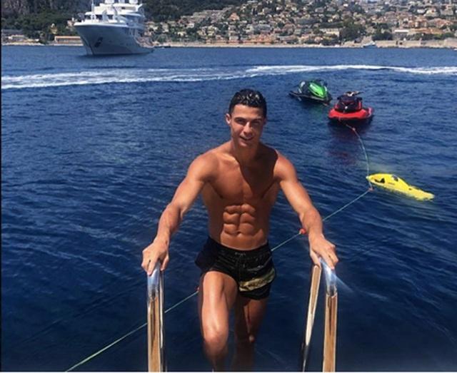 C.Ronaldo thuê siêu du thuyền với giá hơn 4,6 tỷ đồng/tuần - 1