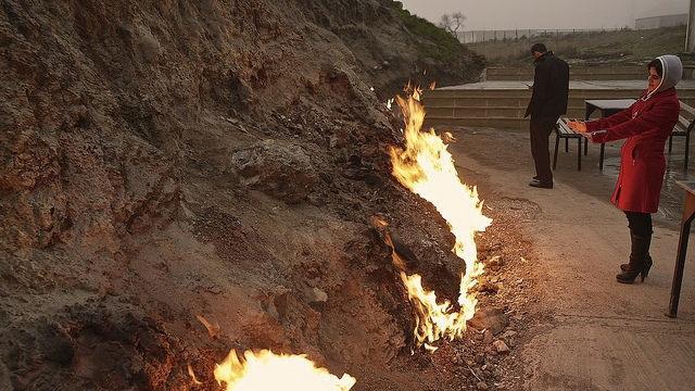"""""""Hỏa Diệm Sơn"""" bốc cháy không ngừng nghỉ suốt 4000 năm bất chấp mưa tuyết - 2"""