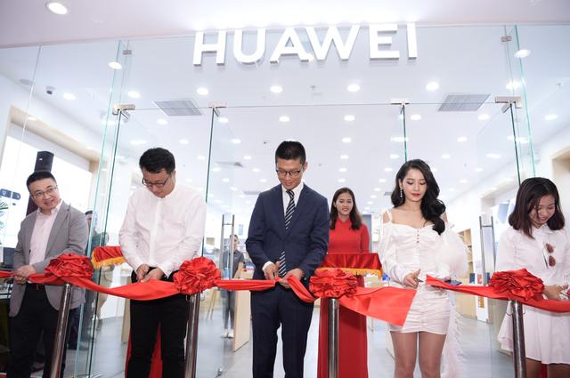 """Huawei vẫn mạnh tay đầu tư vào Việt Nam giữa """"tâm bão"""" cấm vận - 1"""