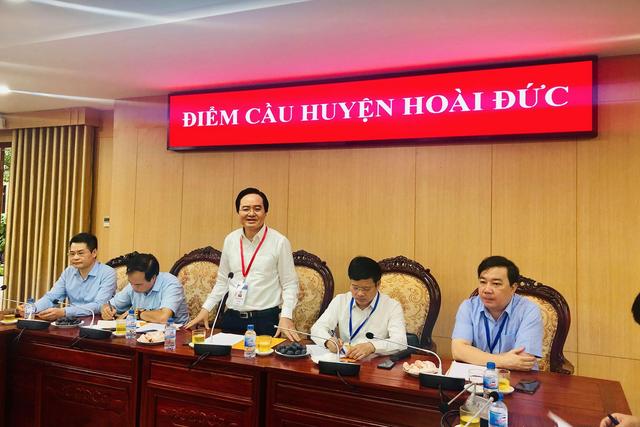 """Bộ trưởng Phùng Xuân Nhạ thị sát điểm thi trước """"giờ G"""" - 1"""