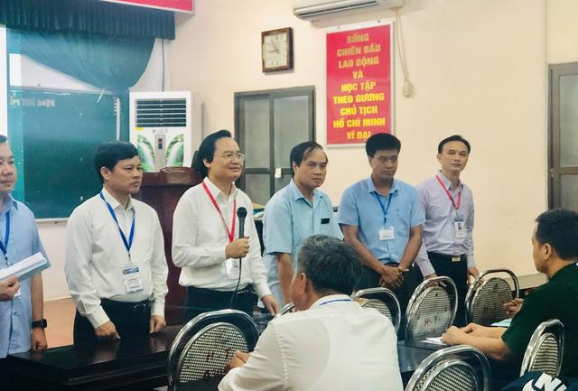 """Bộ trưởng Phùng Xuân Nhạ thị sát điểm thi trước """"giờ G"""" - 2"""
