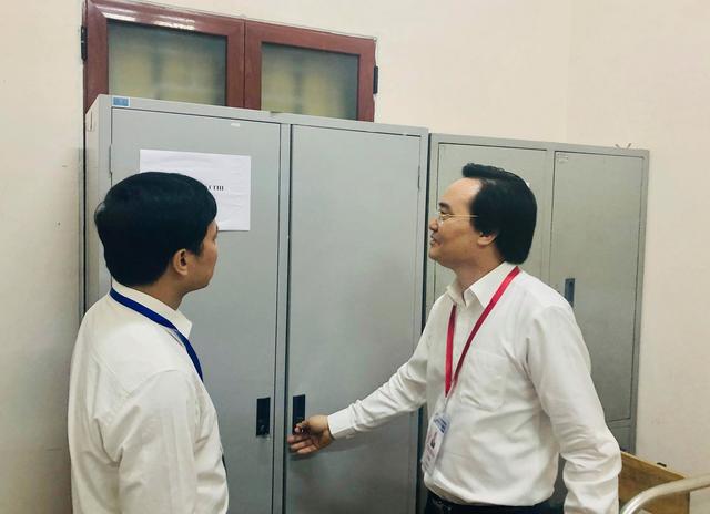 """Bộ trưởng Phùng Xuân Nhạ thị sát điểm thi trước """"giờ G"""" - 4"""