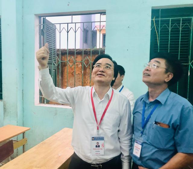 """Bộ trưởng Phùng Xuân Nhạ thị sát điểm thi trước """"giờ G"""" - 6"""