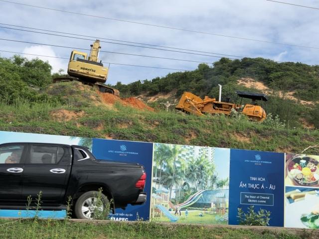 Tiến độ dự án Apec Mandala Wyndham Mũi Né: Nhà thầu đưa máy móc san nền và thi công đường tạm - 3