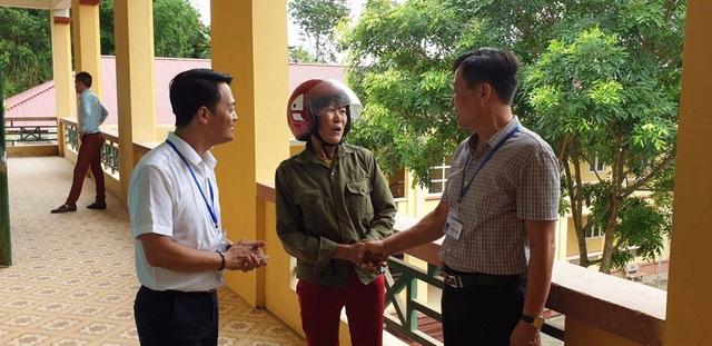 ĐH Mở Hà Nội tặng luôn 50 triệu đồng tới thí sinh nghèo trong buổi làm thủ tục dự thi - 2