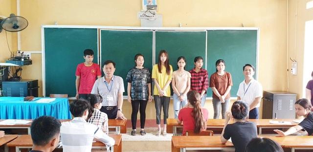 ĐH Mở Hà Nội tặng luôn 50 triệu đồng tới thí sinh nghèo trong buổi làm thủ tục dự thi - 1