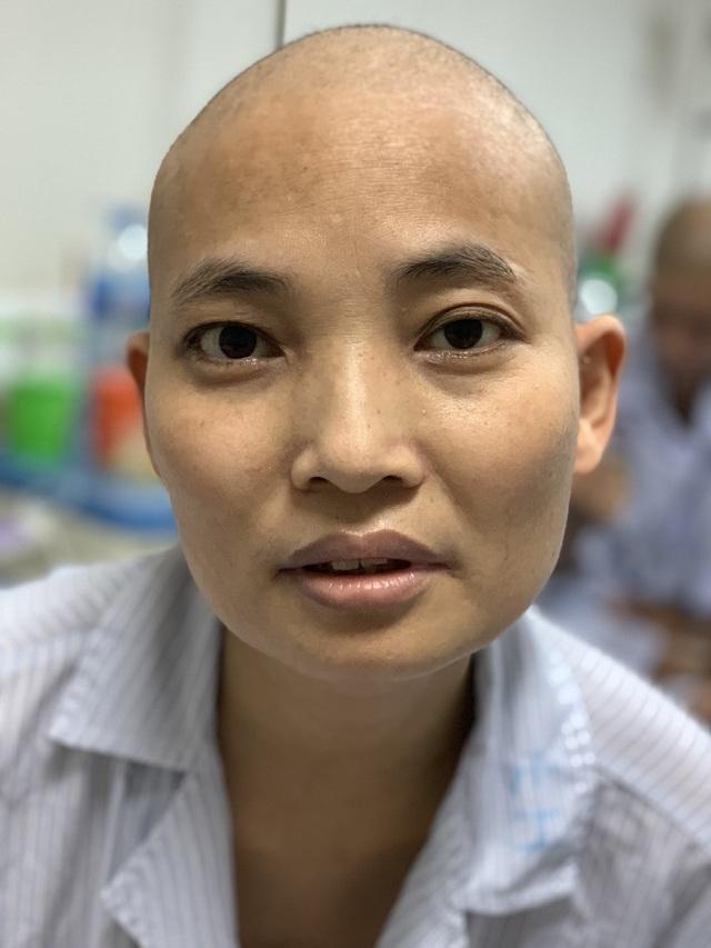 Bạn đọc Dân trí giúp đỡ người đàn bà ung thư máu gần 100 triệu đồng - 4
