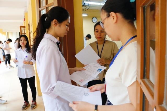 Thí sinh đến sớm, xem lại bài trước môn thi đầu THPT quốc gia 2019 - 10