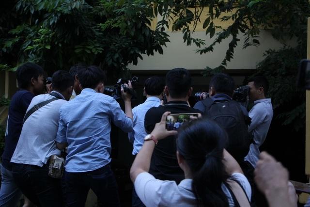 Nguyễn Hữu Linh ẩn trong nhà vệ sinh khi đến tòa - 3