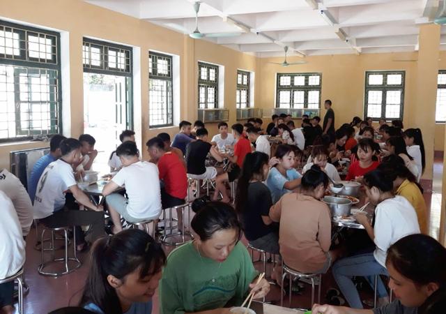 Nhà trường thuê người nấu ăn cho hơn 100 thí sinh miền núi - 4