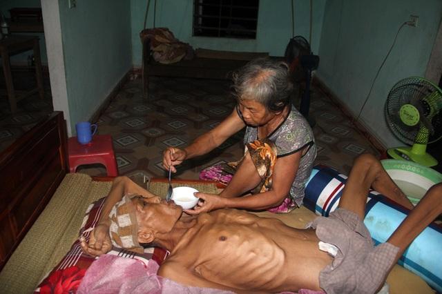 Tận cùng nỗi đau của người đàn ông đơn độc bị bệnh tật đọa đày gầy trơ xương - 9