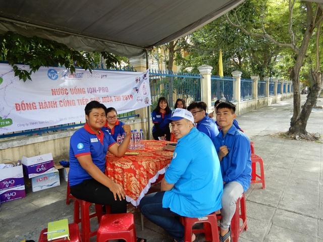 Đà Nẵng: Xe ôm miễn phí đưa đón thí sinh đi thi - 1