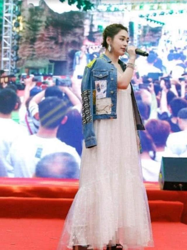Chung Hân Đồng mang bầu sau một năm làm đám cưới? - 4
