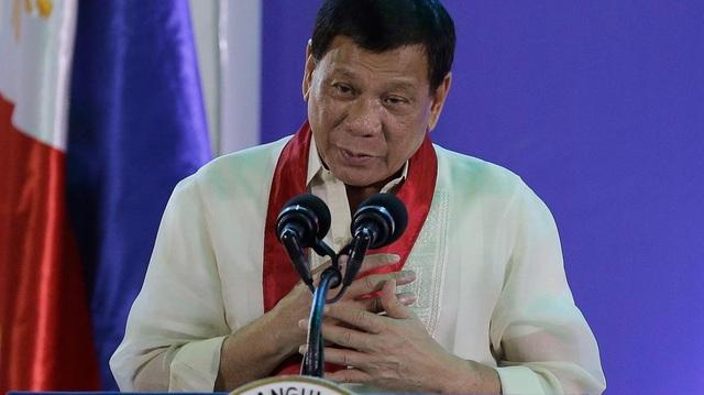 Tổng thống Philippines bất ngờ xin lỗi ngư dân vụ va chạm với tàu Trung Quốc - 1