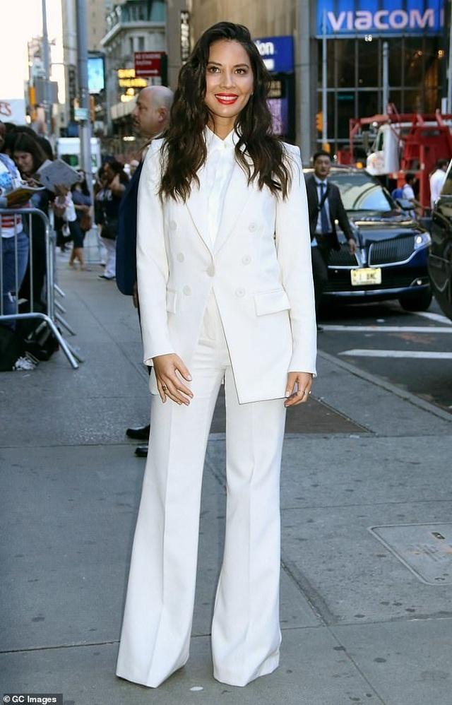 Đi quảng bá phim mới, Olivia Munn thay 4 bộ đồ 1 ngày - 7