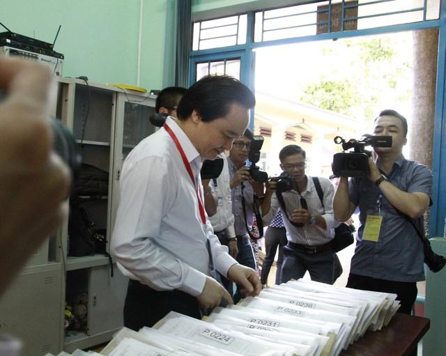 Bộ trưởng Phùng Xuân Nhạ nhắc giám thị cần cảnh giác với thiết bị công nghệ cao - 3