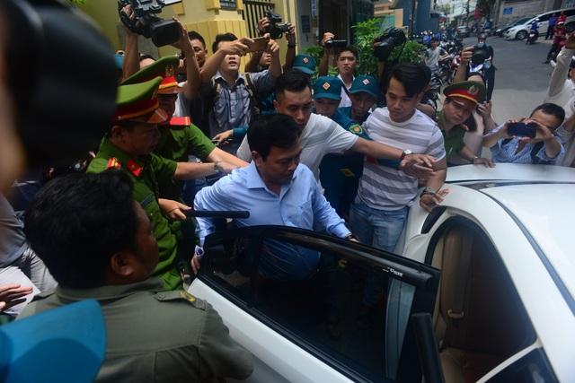 Xét xử bị cáo Nguyễn Hữu Linh: Tòa trả hồ sơ - 3