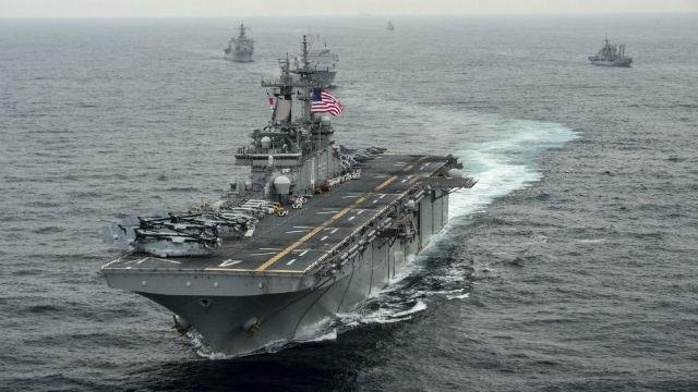Mỹ đưa nhóm tàu chiến chở hàng nghìn lính và máy bay áp sát Iran - 1