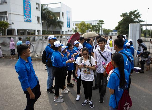 Ước mơ đại học của cha con nữ thí sinh bệnh não ở Hà Nội  - 10