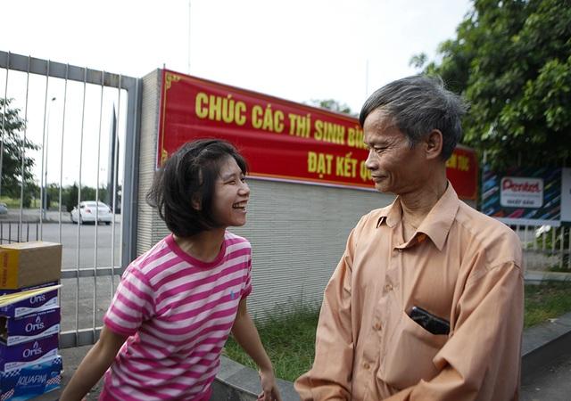 Ước mơ đại học của cha con nữ thí sinh bệnh não ở Hà Nội  - 2