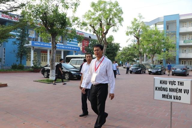 """Thứ trưởng Lê Hải An """"thị sát"""" một số điểm thi tại Hưng Yên - 1"""