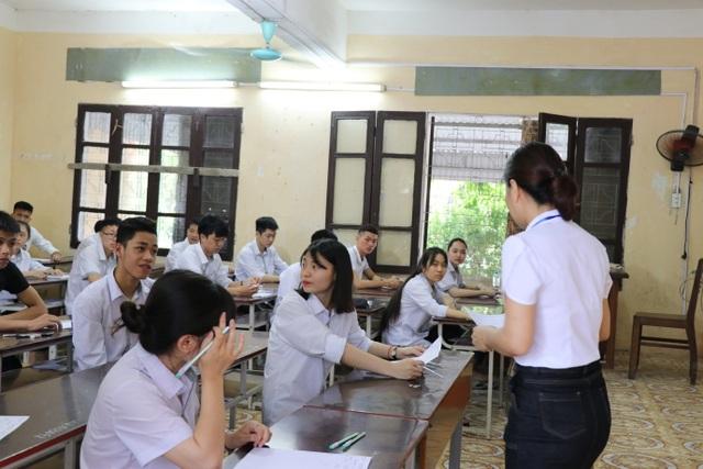 """Thứ trưởng Lê Hải An """"thị sát"""" một số điểm thi tại Hưng Yên - 4"""