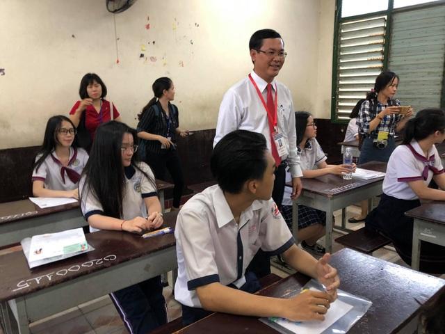 Thí sinh đến sớm, xem lại bài trước môn thi đầu THPT quốc gia 2019 - 15