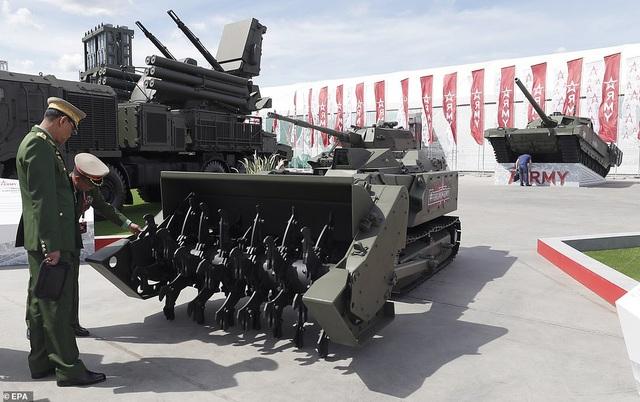 """Nga """"khoe"""" dàn khí tài uy lực, độc đáo tại triển lãm quân sự - 6"""