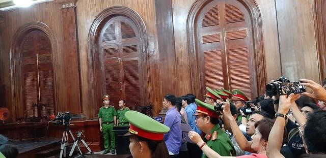 Vợ bác sĩ Chiêm Quốc Thái bị tuyên phạt 18 tháng tù - 3