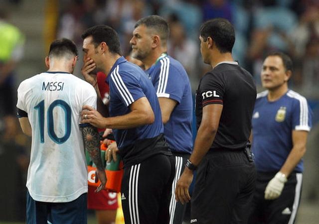 Vì sao Messi không thể thăng hoa cùng Argentina như tại Barcelona? - 4