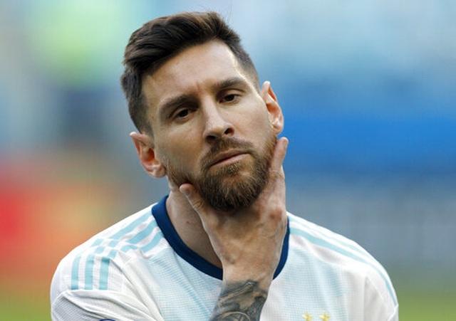 Vì sao Messi không thể thăng hoa cùng Argentina như tại Barcelona? - 1