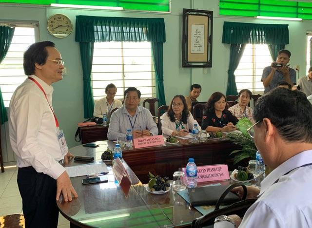 Bộ trưởng Phùng Xuân Nhạ nhắc cán bộ coi thi chú ý chuyện thí sinh mang điện thoại - 1