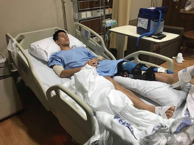 Đình Trọng phẫu thuật thành công tại Singapore - 1