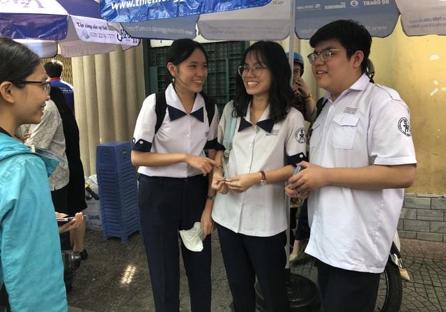 Nhiều thí sinh đã hoàn thànhkỳ thi THPT quốc gia 2019 - 5