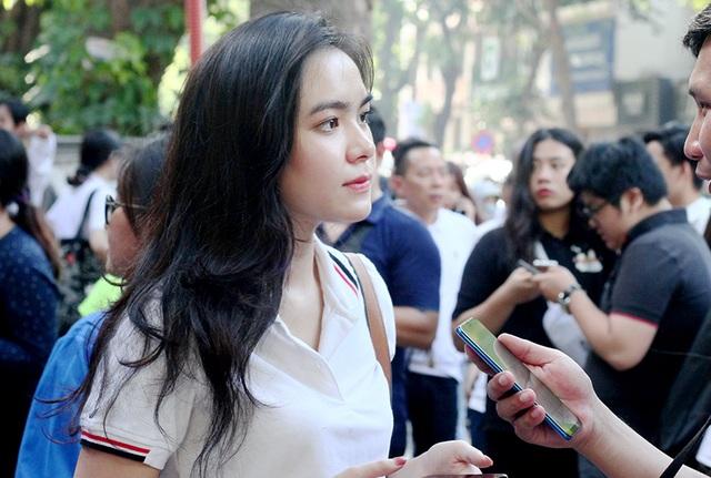 Hot girl trường Trần Phú suýt ngất vì nắng nóng mùa thi - Ảnh 3.