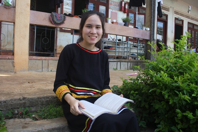 Nữ sinh mồ côi người Jrai nuôi ước mơ trở thành Công an - 3