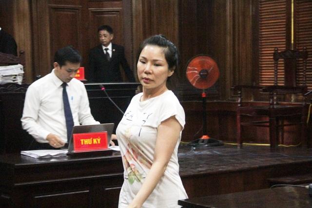 Vợ bác sĩ Chiêm Quốc Thái bị tuyên phạt 18 tháng tù - 1